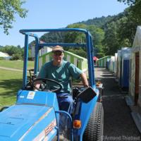 homme sur son tracteur